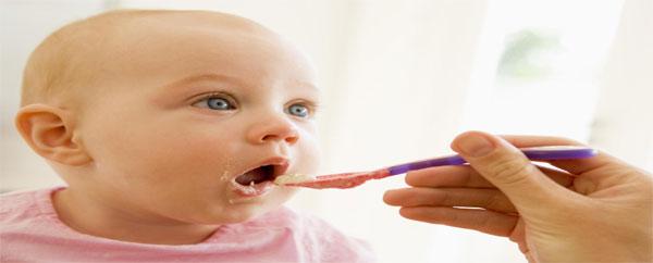 تقديم الأطعمة الصلبة للطفل قبل عمر 4 شهور يعرضه لمرض السكر
