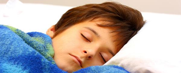 النوم المتأخر يؤثر على القدرات الذهنية للأطفال