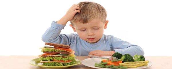 كيف تشجعين طفلك على تناول الخضار والفواكه؟