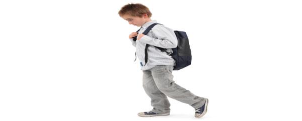 قلق الطفل عند دخول المدرسة طبيعي فلا تدفعيه للتوتر