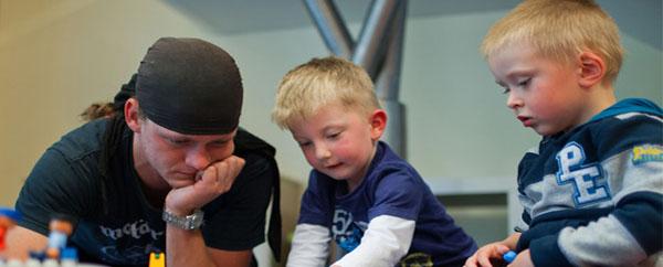 الرجال فى النرويج يتدربون للعمل كمدرسين فى رياض الأطفال