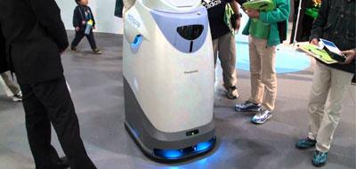 روبوت يتجول في أروقة مستشفيات اليابان لمساعدة الممرضين