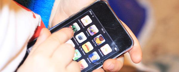 38% من الأطفال دون الثانية استخدموا أجهزة محمولة