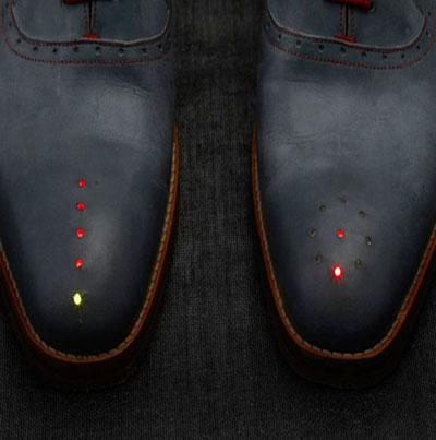 حذاء ذكي يرشدك إلي اتجاه منزلك