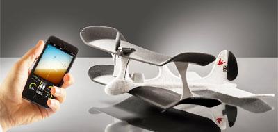 طائرة ورقية يتحكم بها الهاتف الذكي في معرض بلندن