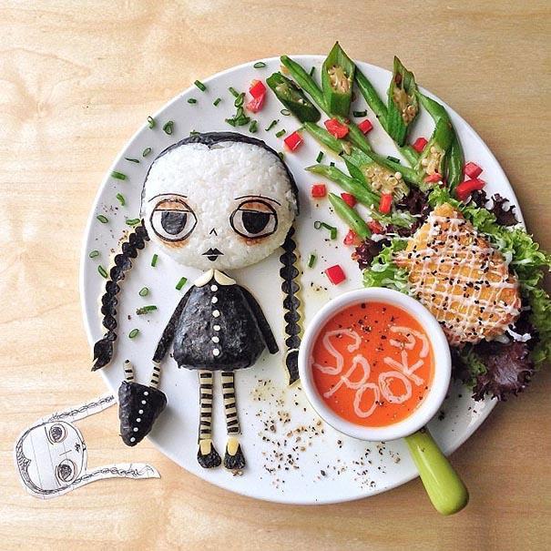 الأم المحبة تعد الغداء الإبداعي لطفلها