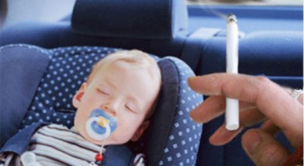التدخين في السيارة ممنوع في بريطانيا.. حماية للأطفال