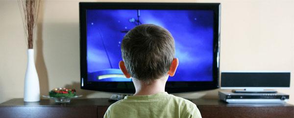 دراسة: التلفاز يؤثر سلبياً على قدرات الطفل