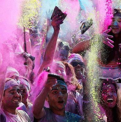 مهرجان سباق الألوان