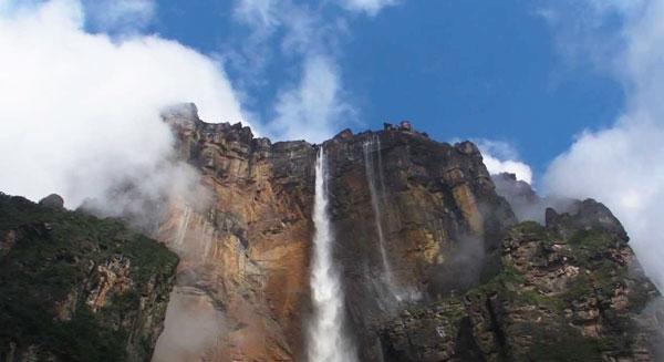 """""""آنجل""""..أعلى شلالات العالم"""