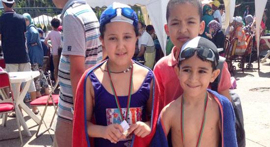 الطفلة هبة أقبلي تفوز بالميدالية الذهبية في السباحة