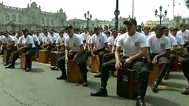 3600 طبلة في مهرجان لآلة الكاجون الموسيقية