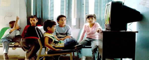 شاشات التلفاز تعرض الأطفال للاكتئاب
