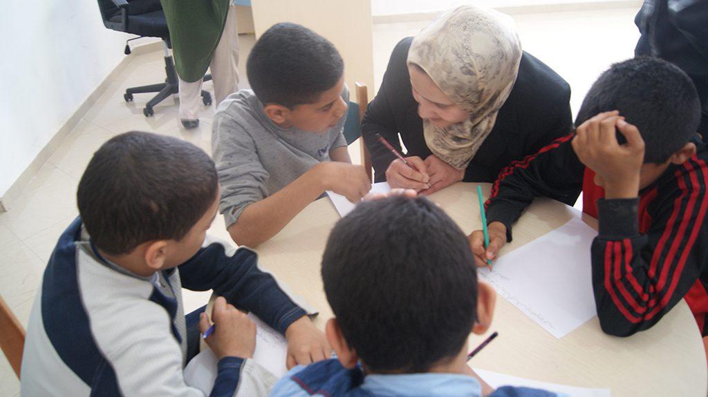 """أزيد من 30 طفلا يستفيدون من ورشة نادي الكتاب حول """"أهمية القراءة ودور الكتابة في تنمية القدرات الفكرية لدى الناشئة"""" بدار الثقافة بالدار البيضاء"""