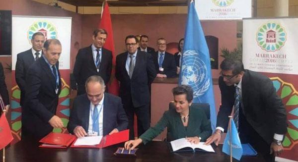 التوقيع على اتفاقية المقر التي تترجم التزام المغرب بشكل رسمي بتنظيم مؤتمر (كوب 22)